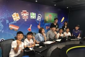 本校辯論隊隊員接受數碼電台訪問